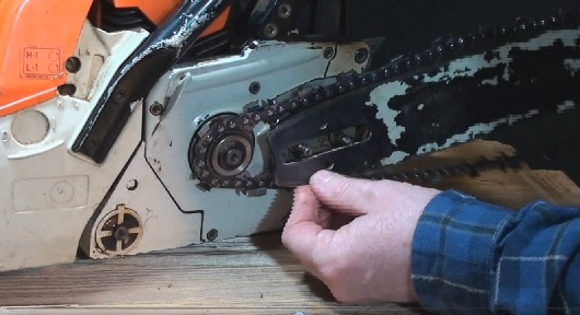 installing a chainsaw chain